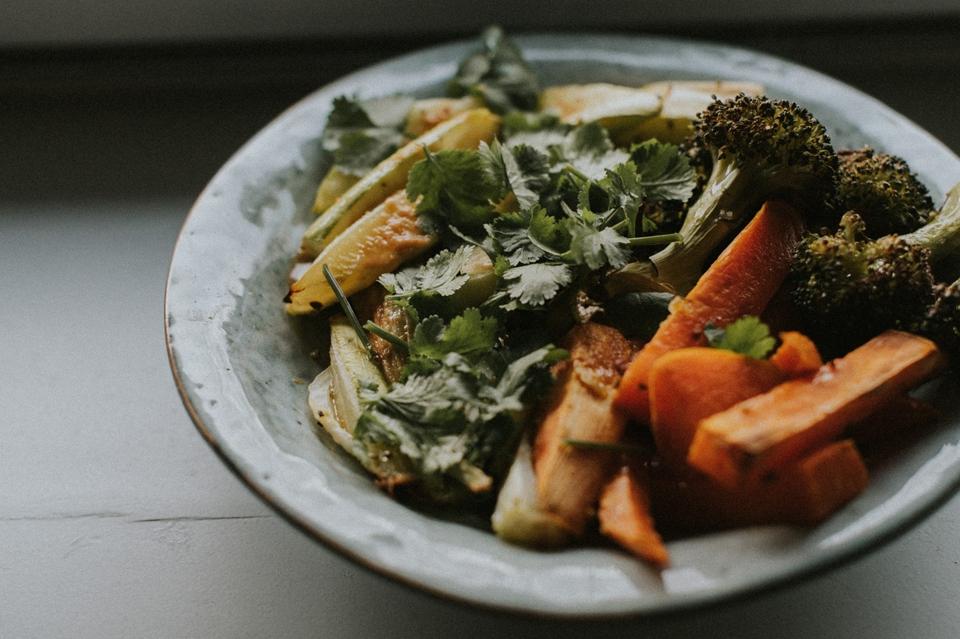 Gemüsepfanne mit Erdnussauce