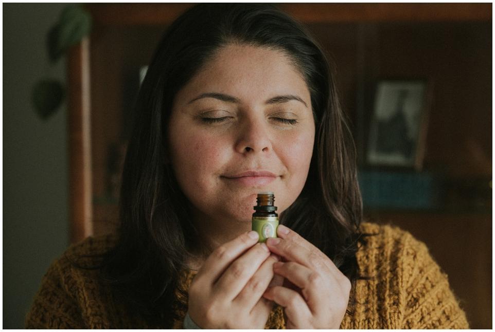 Frauenkraft | mit ätherischen Ölen durch den Zyklus